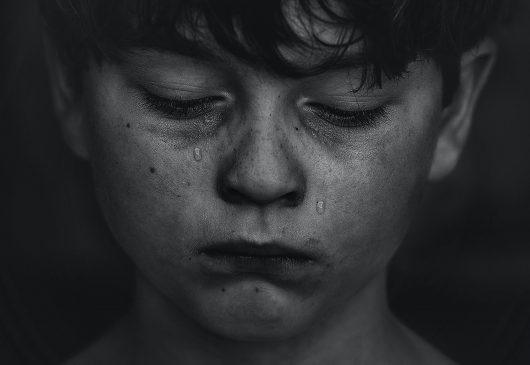 El error de reprimir las emociones de nuestros hijos